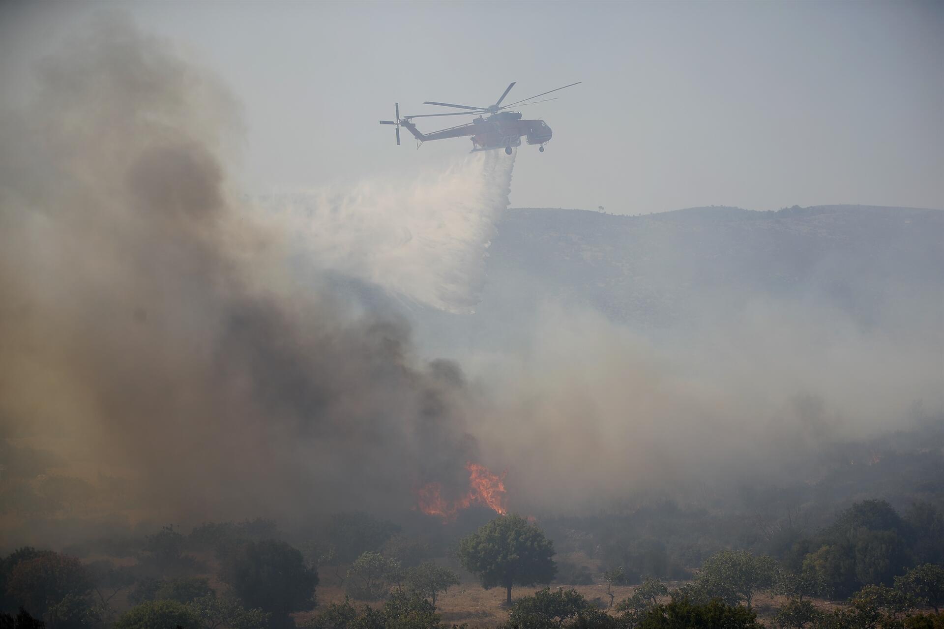 Yunanistan yangınla boğuşuyor