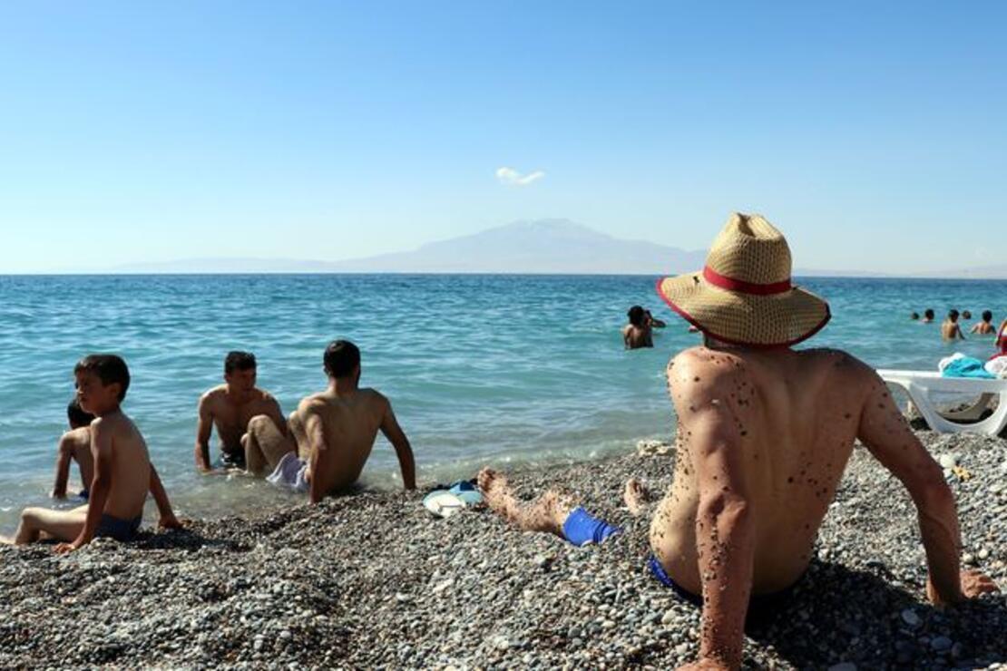 Mollakasım Plajı'na turist akını