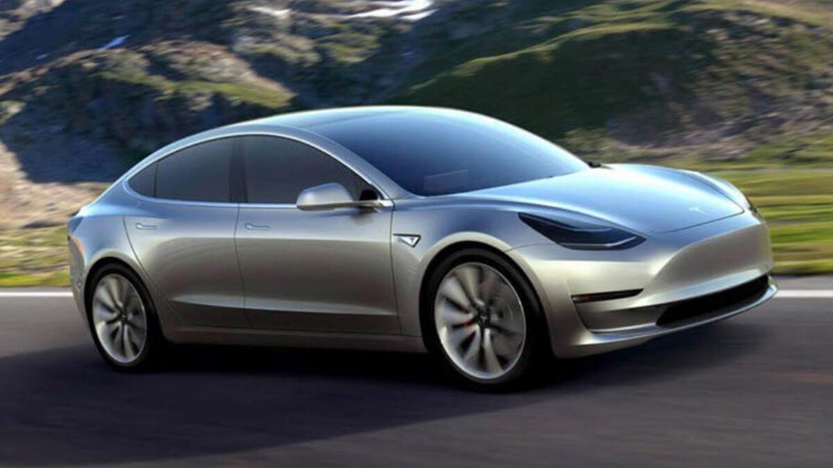 Tesla'nın yeni otomobili fena geliyor!