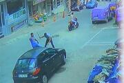 Esenyurtta silahlı kavga... Yerdeki adama böyle ateş etti