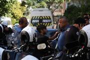 Evden tabancayla çıkan oğlunu polise ihbar etti