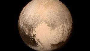 New Horizons uzay aracı Plütondan ilk görüntüyü geçti