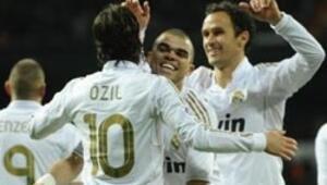 Real Madrid, puan farkını 7ye çıkarttı