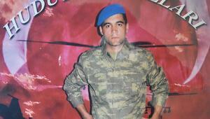 AĞRI'nın Doğubayazıt İlçesi'nde nöbet sırasında cinnet getiren bir askerin şehit ettiği 23 yaşındaki Er Akın Buluş'un Edirne'nin Keşan İlçesi'ndeki evine ateş düştü.
