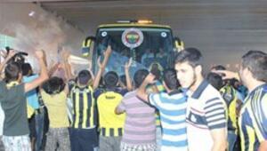 Fenerbahçeye meşaleli karşılama