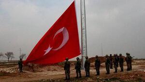 Kobani sınırına dev Türk bayrağı asıldı