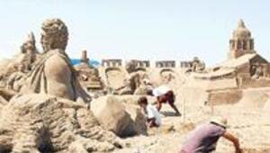 İlk kumdan heykel sergisi açıldı