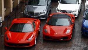 2 Ferrari garajdan, 2 Ferrari parası da kasadan çıktı