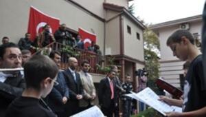 Atatürk doğduğu evde sevdiği şarkılarla anıldı