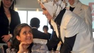Erdoğanın kızlarından engellilere destek
