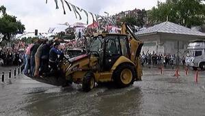 İstanbulda sağanak hayatı felç etti (Hafta sonu hava durumu nasıl olacak)