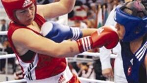 13 boksörümüz altın için ringde