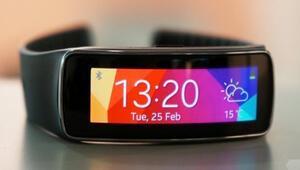 Samsung Galaxy Gear Fit 10 günde tükendi