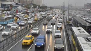 İstanbulda yağmur var trafik felç