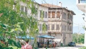 Leyla Gencer'in köyünü yılda 30 bin kişi ziyaret ediyor