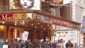 Broadway'de ışıklar söndü