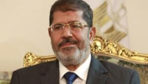 Mısır lideri Mursi iktidarını pekiştiriyor