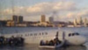 U.S. plane ditches in New Yorks Hudson River, all 155 safe