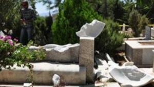 Can Yücelin mezarına saldırıda beraat kararı