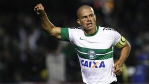 Alex de Souza küme düşüyor