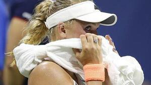 Caroline Wozniacki havlu attı