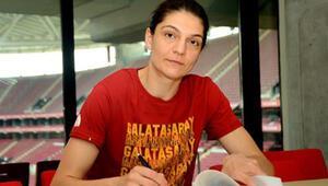 Galatasarayda Nevriye Yılmazın sözleşmesi uzatıldı