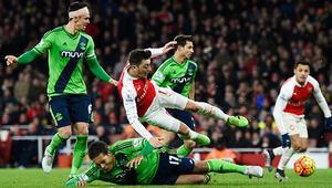 Arsenal yine takıldı