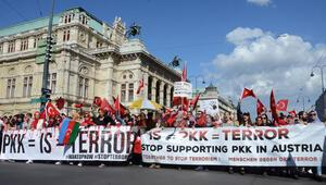 Viyana'da 5 bin kişi terörü protesto etti