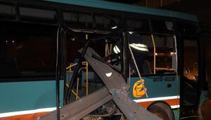 Eskişehirde halk otobüsü ile otomobil çarpıştı: 5 yaralı