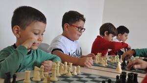 GKV'nin Satranç Ustaları Turnuvalara Hazırlanıyor
