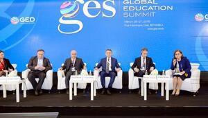 Gazianteplilerin Suriyelilerin eğitimine yaptığı fedakarlığa övgü