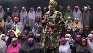 Boko Haram kaçırılan kızların yeni görüntülerini yayınladı