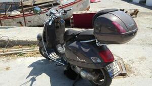 Üzerine motosiklet devrilen Ata Demirer, bacağından yaralandı - ek fotoğraf
