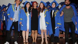 Geleğin iletişimcilerinin mezuniyet sevinci