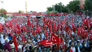Kahramanmaraşta 30 bin kişi demokrasi için yürüdü