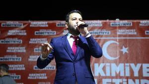 İzmitte demokrasi nöbetine şarkıcı desteği