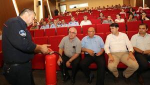 İtfaiye ekiplerinden belediye personeline yangın tatbikatı