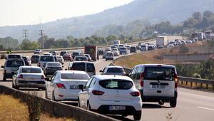 Tatilcilerin trafik çilesi başladı TEMde kilometrelerce kuyruk