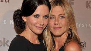 Courteney Cox Brangelina ayrılığından sonra Jennifer Anistonı savundu