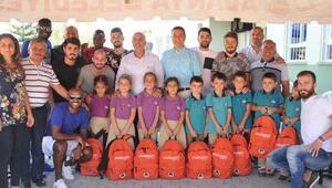 Aytemiz Alanyasporlu yönetici ve futbolcular öğrencilerle buluştu