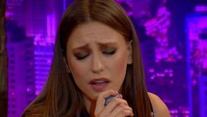 Serenay Sarıkaya şarkı söyledi, sosyal medya salladı
