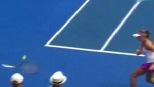 Tenis karşılaşmasında ilginç an