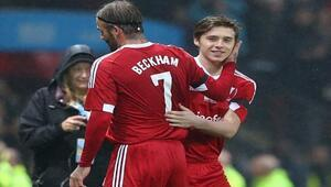 Baba-oğul Beckhamlar UNICEF için sahaya çıktı