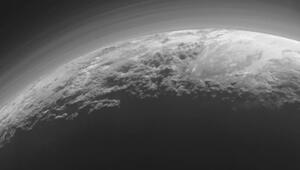 Plüton'un eşsiz buz dağları ve vadileri kamerada