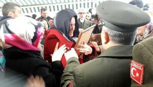 Suriye sehidi Acara anne vedası: Güle güle meleğim, canım oğlum (2)