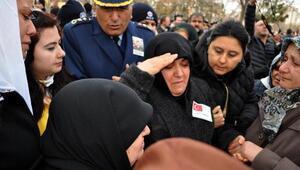 Şehit üsteğmen Koçoğlunu, annesi asker selamıyla uğurladı