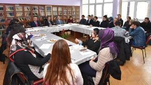 Vali Aktaş aday öğretmenlerle buluştu