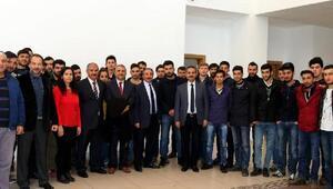 Rektör Karabulut, Eleşkirt ilçesindeki okulları gezdi