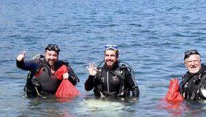 Ata Demirer dalgıç kıyafeti giyip denizden çöp topladı
