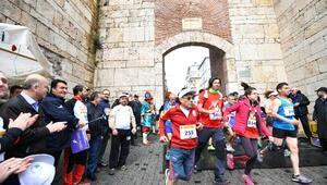 Bursa Osmangazi yarı maratonu Kenyalıların
